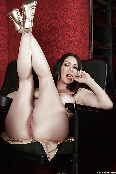 Hot brunette mom RayVeness..