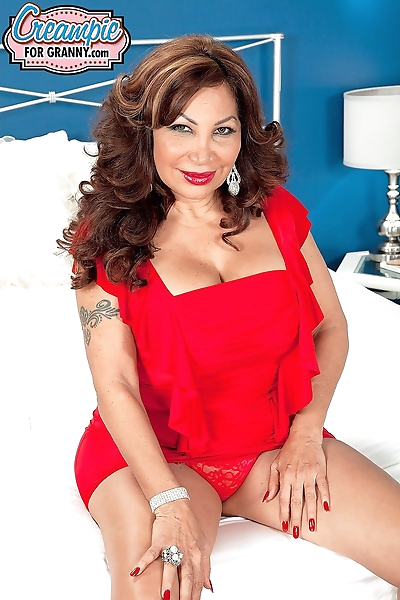 Latina mom gets a creampie -..