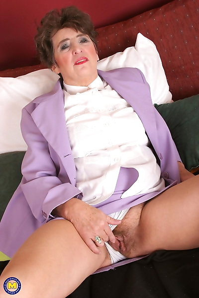 Mature lady Felice relieves..