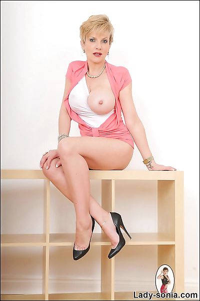 Pin up mature wife lady..