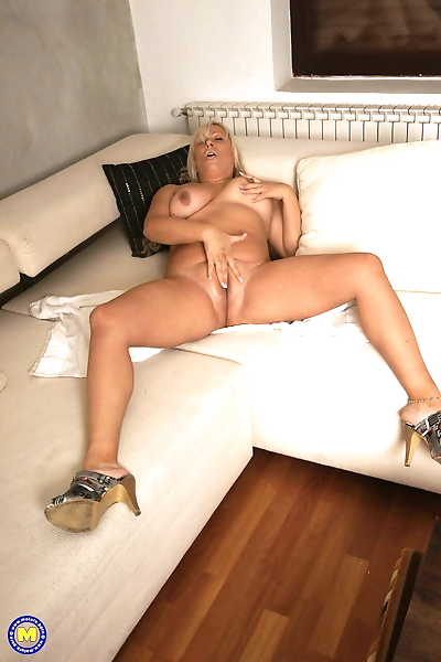 Blonde mature Kirsa shows..