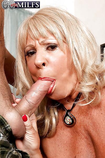 Hot blonde granny Mandi..