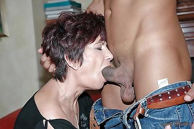Lustful mature babe sucks..