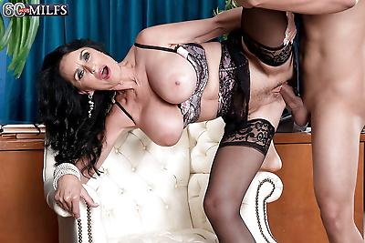 Brunette cougar Rita Daniels..