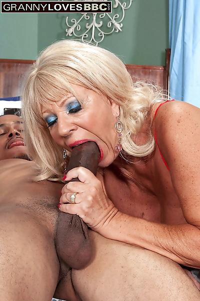 Hot older woman Mandi McGraw..