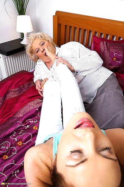 Fat granny enjoys a a pussy..