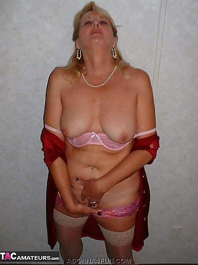 Blonde oma Adonna parts her..