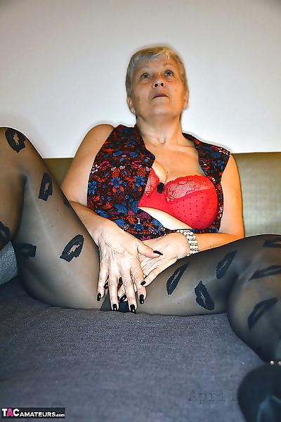 Older granny Savana pulls..