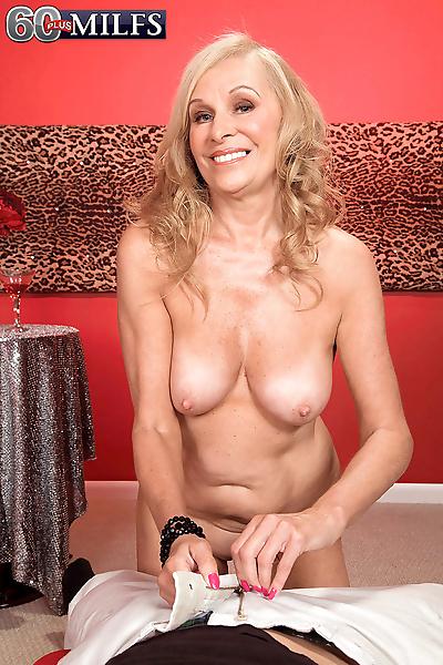 Blonde oma Bethany James..