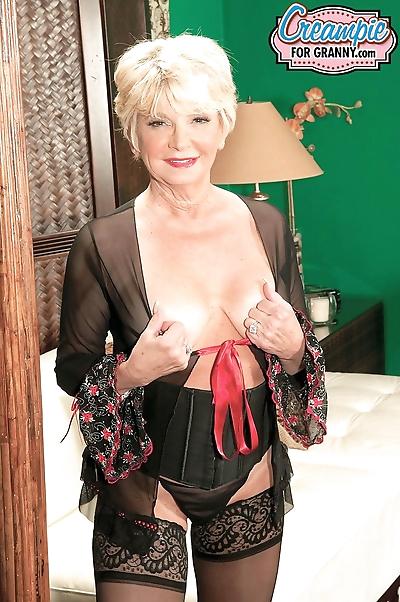 Stunning granny DeAnna..