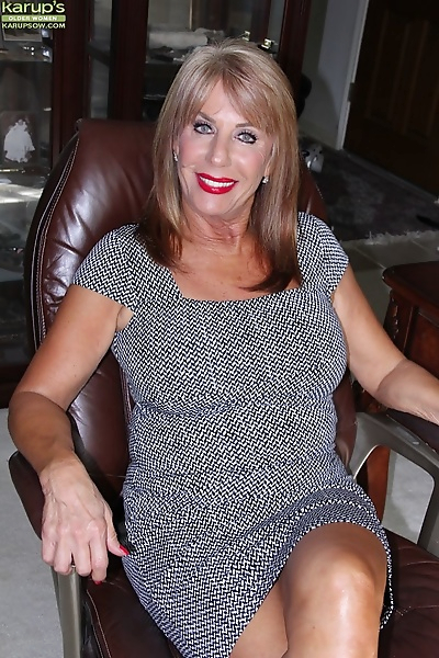 Over 50 MILF Rae Hart..