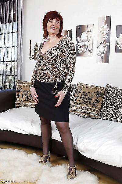 Big booty mature mama..