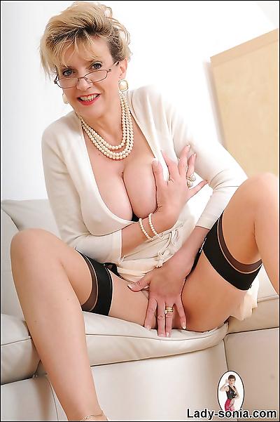Classy mature nylons minx..