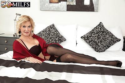 Molly maracas a leggy blonde..