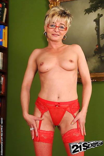 Granny slut getting nailed..