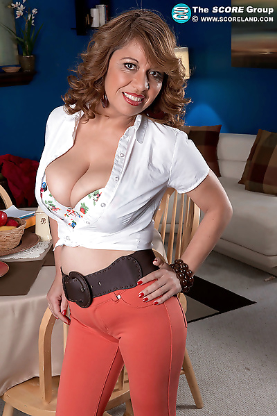 Horny mature waitress Marisa..