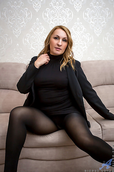Mature woman in lace panties..