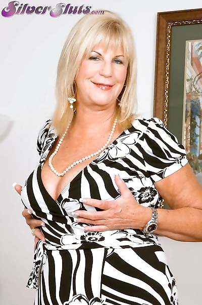 Thick older woman Anneke..