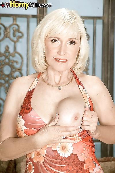 Sexy nan Lola Lee casts..