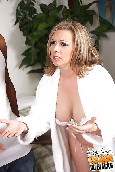 Blonde cougar Keira Kensley..