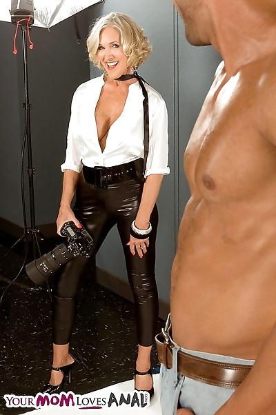 Busty MILF Katia gets..