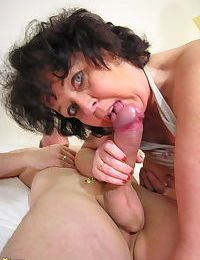 Horny mature slut takes on two cocks at once - part 3566