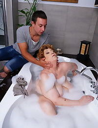 Big mature lady getting a scrub in her bath - part 3391