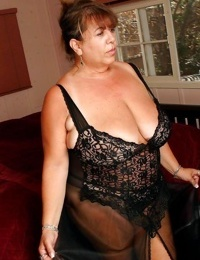 Amateur grannies showing off their big boobs - part 2608