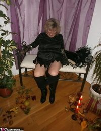Wild mature witch Caro sticking a fat dildo up her juicy twat for a Halloween