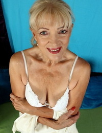 Blonde granny Janet Lesley exposes saggy boobs before spreading shaved twat